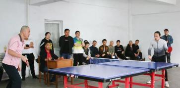 """岜山化纤管委举办庆""""五四""""职工乒乓球赛"""