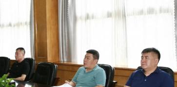 岜山村 岜山社区两委开展理论中心组集中学习活动