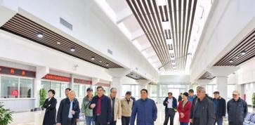 区人大常委会组织离休老干部到岜山中医药健康旅游示范基地观摩考察